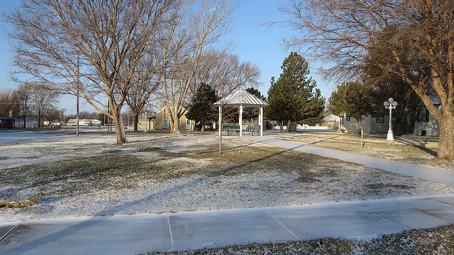 The snow looks like powdered sugar as Hugoton receives a  dusting last Friday. Any moisture received - frozen or not -  is much appreciated! Parsons Park is beautiful whether in winter or summer.